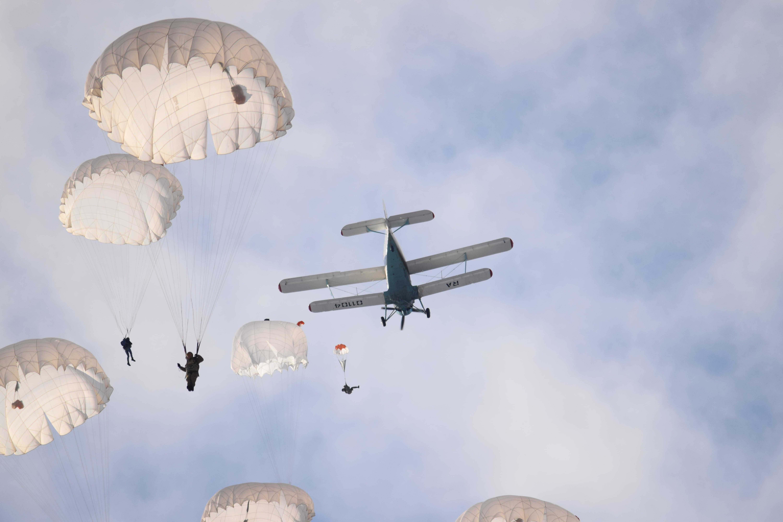 фото парашютистов вдв в небе решил узнать